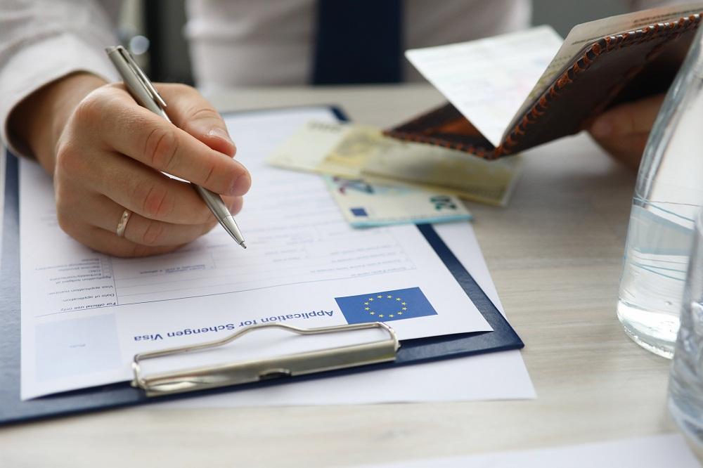 Karta pobytu cudzoziemca. Czym jest i jak ją uzyskać?